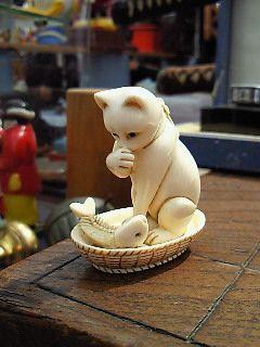 cat netsuke