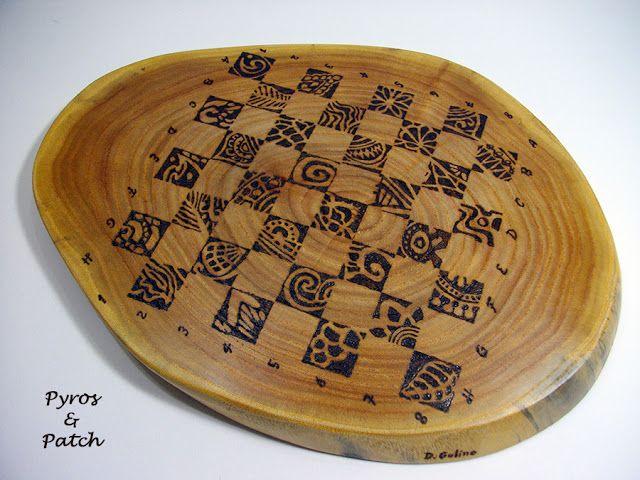 Scacchiera in legno pirografata