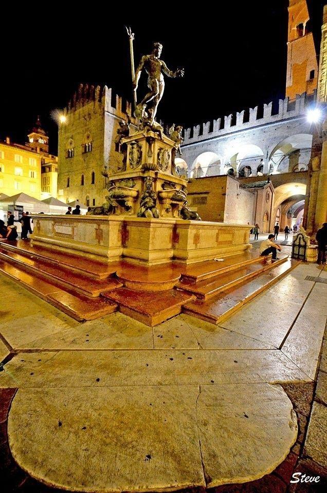 Bologna, Piazza Re Enzo, Fontana del Nettuno del Giambologna, foto di Stefano degli Esposti, Italy