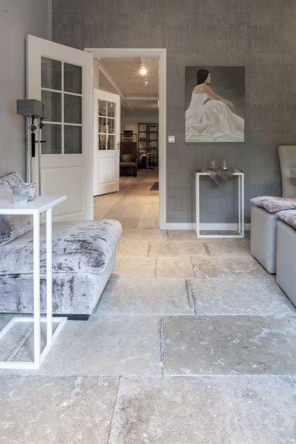Woonkamer landelijke stijl | bourgondische dallen Dordogne | natuursteen vloer |French Limestone Dalles de Burgundy | kersbergen.nl