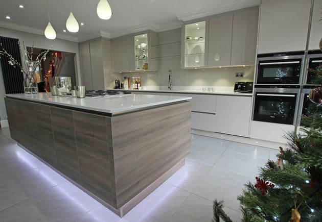 This kitchen consists of a Cashmere high gloss lacquer finish beautifully complimented with the textured tones of the Kitchen Island's Grey Acacia laminate #kitchenlighting #modernkitchen #lwkkitchens