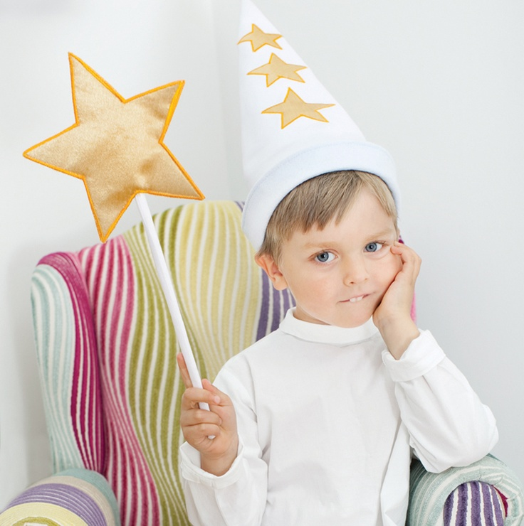 Stjärngosse Star Boy St. Lucia Day Stjärngosse-cone hat that folds up to make it smaller, & down to enlarge circumference. Also has star wand. http://www.oskarellen.se/assets/446-star-with-wand-21.jpg
