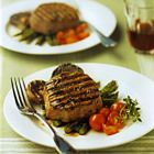 Biefstuk met rode wijn, knoflook en gegrilde asperges