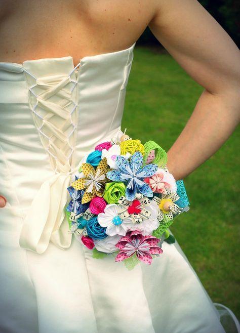 "bouquet de mariée DIY fleurs en origami, tissu kanzashi, papier de soie, rubans de satin made by ""That's all.i.am"" wedding bridal bouquet, origami flowers, kanzashi fabric flowers, tissue paper, satin ribbon, DIY made by ""That's all.i.am"""
