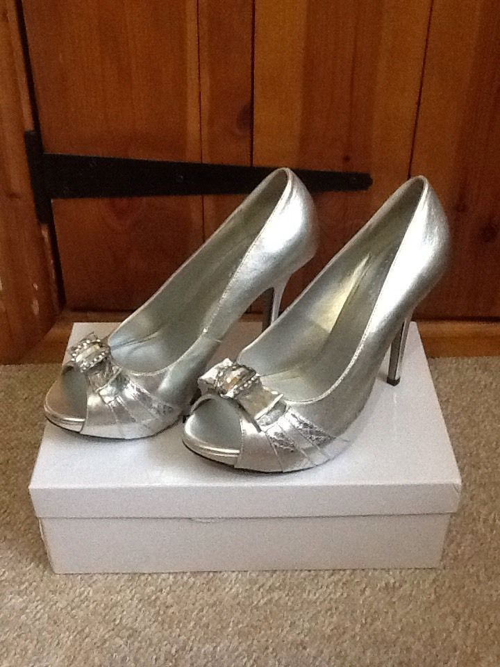 Great for the party season. PINK PARADOX Silver Size 7/40 Peep Toe Embellished High Heel Prom Wedding Shoes