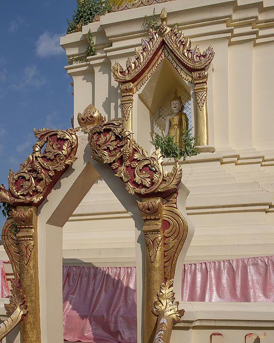 2013 Photograph, Wat Meuang Muang Phra Chedi Entrance and Buddha Niche, Tambon Haiya, Mueang Chiang Mai District, Chiang Mai Province, Thailand. © 2013.  ภาพถ่าย ๒๕๕๖ วัดเมืองมาง ทางเข้าและช่องพุทธเจ้า พระเจดีย์ ตำบลหายยา เมืองเชียงใหม่ จังหวัดเชียงใหม่ ประเทศไทย