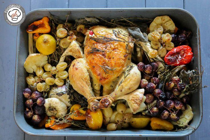 Wenn ihr auch noch einiges an Obst und Gemüse übrig habt, ist unser Ofenhähnchen genau das Richtige für euch. Besser kann Resteverwertung nicht sein.