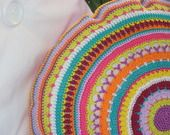 cuscino rotondo coloratissimo lavorato a crochet : Tessili e tappeti di rossellacountry http://www.alittlemarket.it/tessili-e-tappeti/cuscino_rotondo_coloratissimo_lavorato_a_crochet-7481999.html
