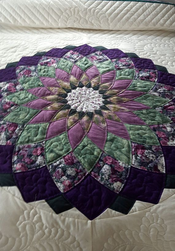 Giant Dahlia Quilt Images : 1000+ ideas about Amish Quilt Patterns on Pinterest Patchwork patterns, Quilt block patterns ...
