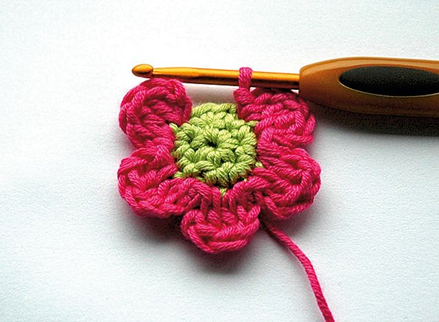 Here's a new skill to learn: crochet! Make easy crochet flower with the free crochet pattern by Carmen Heffernan...