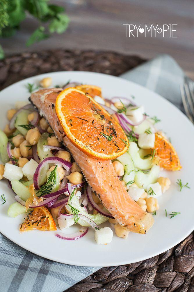 Лосось, запеченный в духовке с красным апельсином и свежий салат из нута, огурцов | trymypie.ru