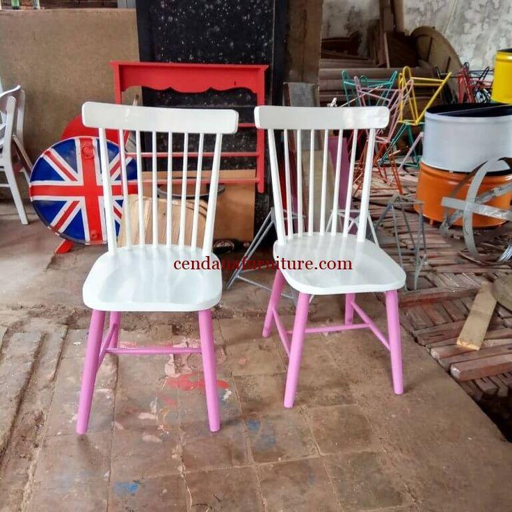 Kursi Cafe Minimalis Kaki Pink terbuat dari material kayu mahoni yang kami sempurnakan dengan finishing duco putih kombinasi pink yang anggun dan cantik.