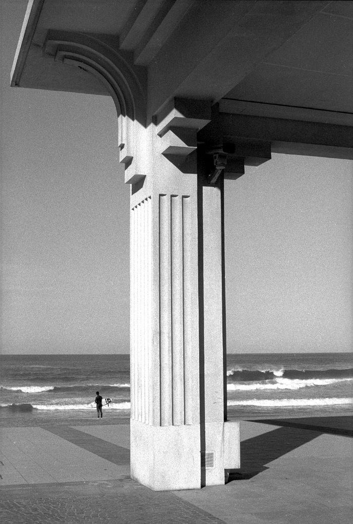 Métaphysique de Biarritz, Des jours heureux au Pays basque, by Claude Nori #sea #beach