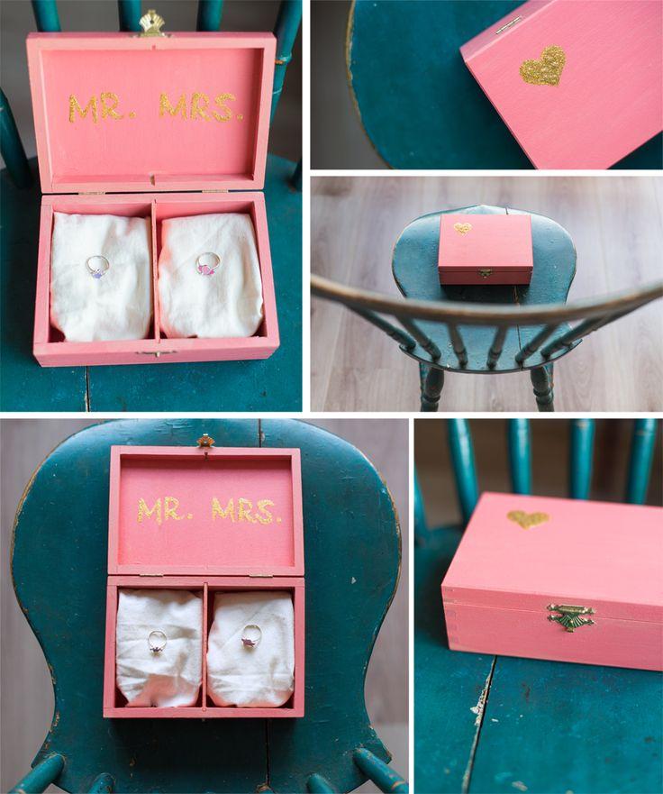 Een ringendoosje pas je natuurlijk makkelijk aan om te matchen met je thema #bruiloft #peach #gold