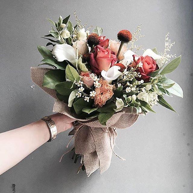 . Lesson Order Katalk ID vaness52 E-mail vanessflower@naver.com . #vanessflower #vaness #flower #florist #flowershop #handtied #flowergram #flowerlesson #flowerclass #바네스 #플라워 #바네스플라워 #플라워카페 #플로리스트 #꽃다발 #부케 #원데이클래스 #플로리스트학원 #화훼장식기능사 #플라워레슨 #플라워아카데미 #꽃수업 #꽃스타그램 #부케 #花 #花艺师 #花卉研究者 #花店 #花艺 . . 여름에 받고 싶은 꽃다발