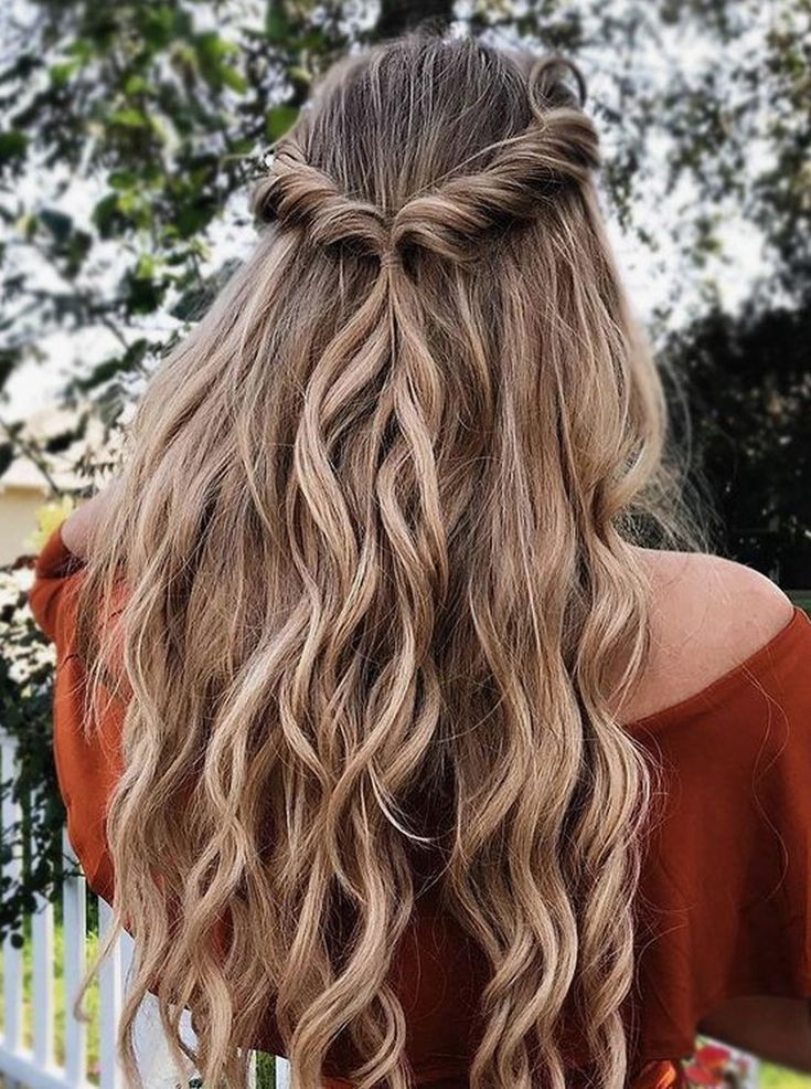 40 Beautiful Dance Hairstyle Ideas For Long Curly Hair Cool 40 Pretty Prom Hairstyle Ideas For Long Curly Hair More In 2020 Hair Styles Spring Hairstyles Hairstyle
