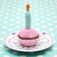 Crocheted Birthday Cupcake with Candle - FREE Crochet Pattern and Tutorial