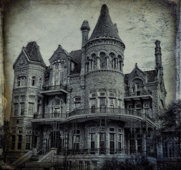 Beautiful victorian era house galveston texas history for Victorian house facts