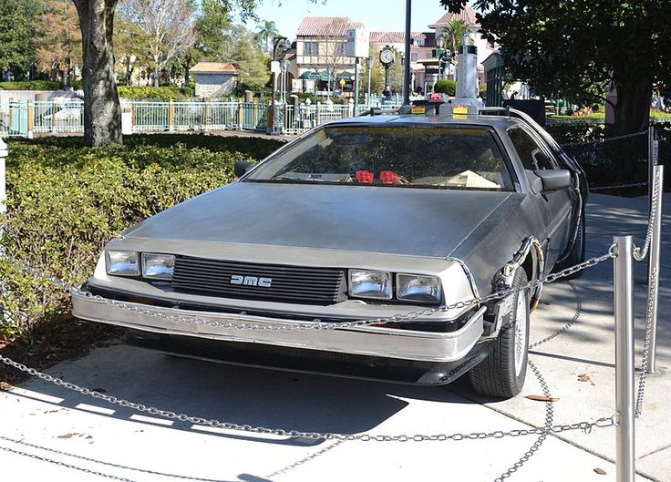 Back to the Future Time Machine - DeLorean DMC-12
