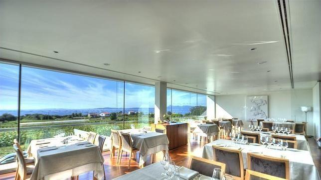 Diez restaurantes gallegos donde disfrutar del diseño.    Culler de Pau  Está decorado en blanco y madera Reboredo 73, El Grove. Pontevedra   Diez restaurantes gallegos donde disfrutar del diseño  via @abc_es http://www.abc.es/local-galicia/20150515/abci-restaurantes-201505141909_1.html