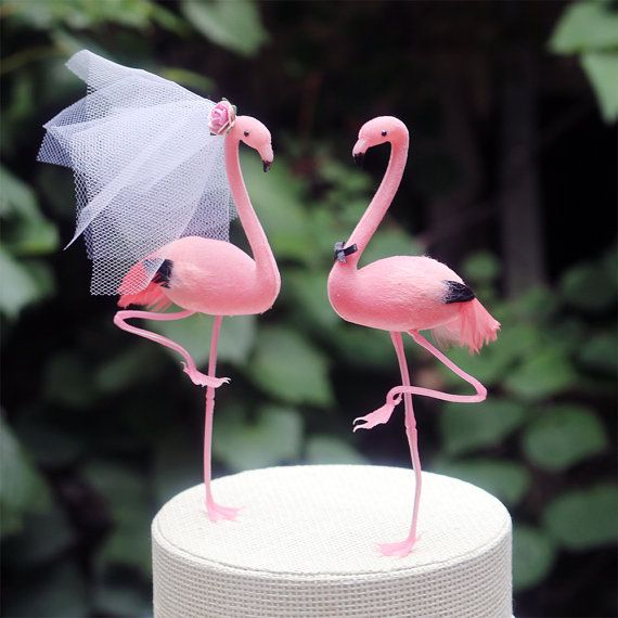 Pink flamingos:perfect cake topper for a tropical wedding