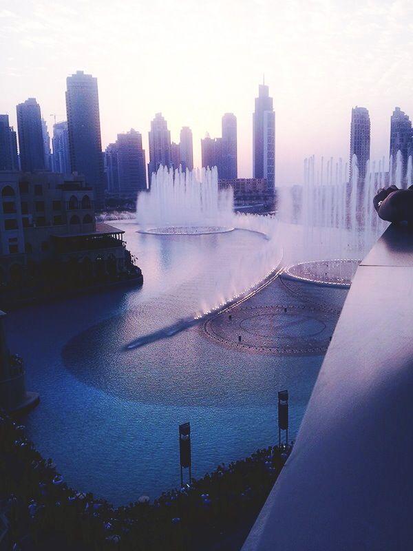 - Dubai fountain, Dubai Mall.