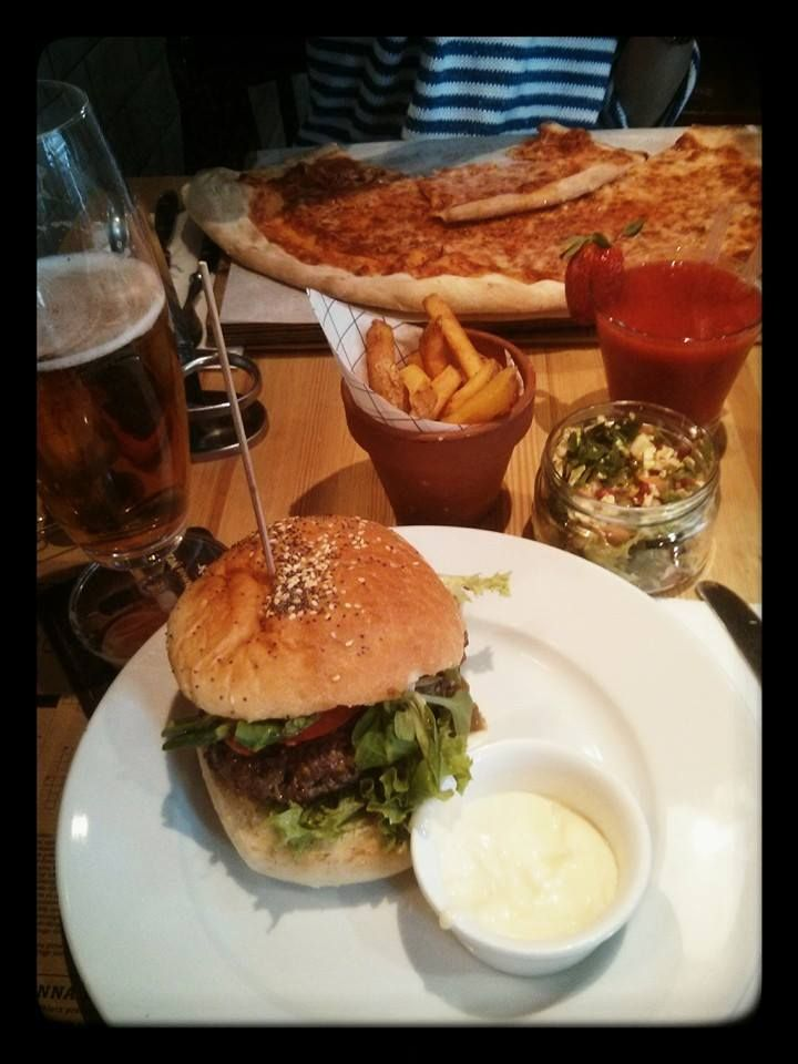 lamb burger, margherita - yummy!