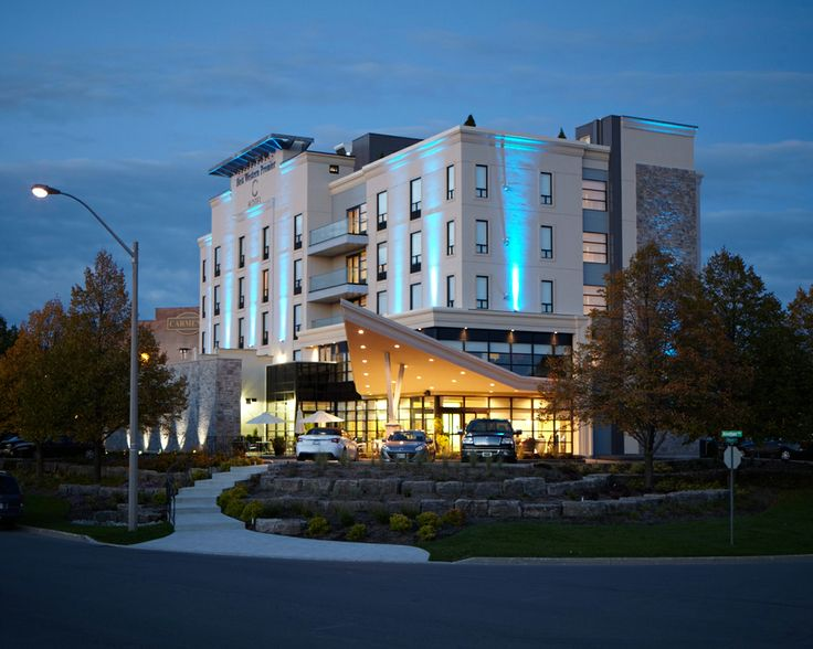 Exterior Hotel Photography of Best Western in Hamilton, Ontario [BP imaging - Bochsler Photo Imaging]