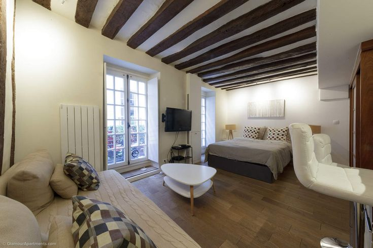 Colorful and stylish studio with an original interior at Rue Guisarde in the 6th arrondissement of Paris