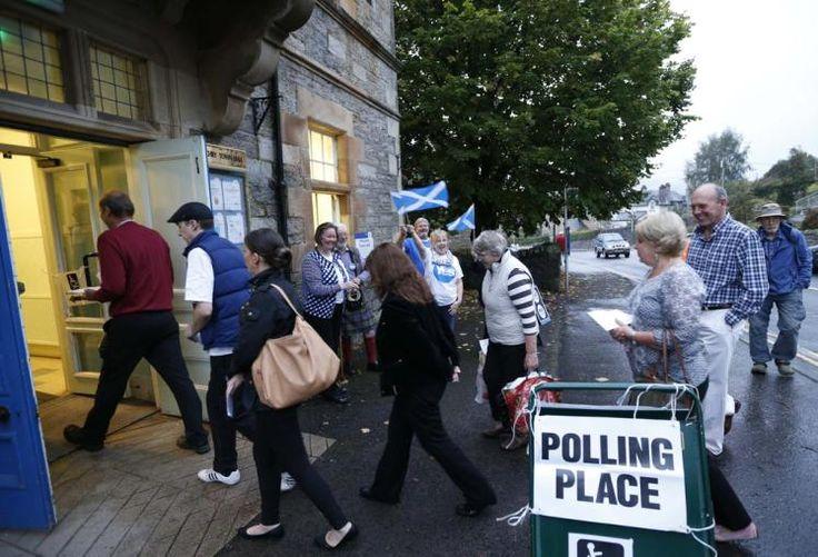 Abstimmung in Schottland: In Schottland hat die Abstimmung über die Unabhängigkeit des Landes von Großbritannien begonnen. Die Wahllokale schließen um 23 Uhr MESZ, ein Endergebnis soll Freitag gegen 8 Uhr verkündet werden. (Bild: Reuters)
