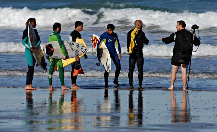 """sesión de surf Tow Out"""" en la playa de Vega (Ribadesella)"""