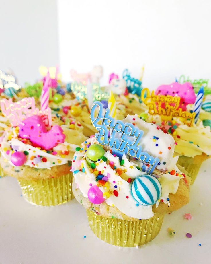 ✨Our 40% Off Online Orders Sale continues!✨ Use code YUMFETTI at checkout through Friday and schedule pick-up for any future date. Our new party-ready YUMfetti cupcakes are available for order online and really pack a punch when displayed by the dozen! (Sale does not include delivery or custom orders.) #yumfetti #partycakes #cupcakes #cupcakestagram