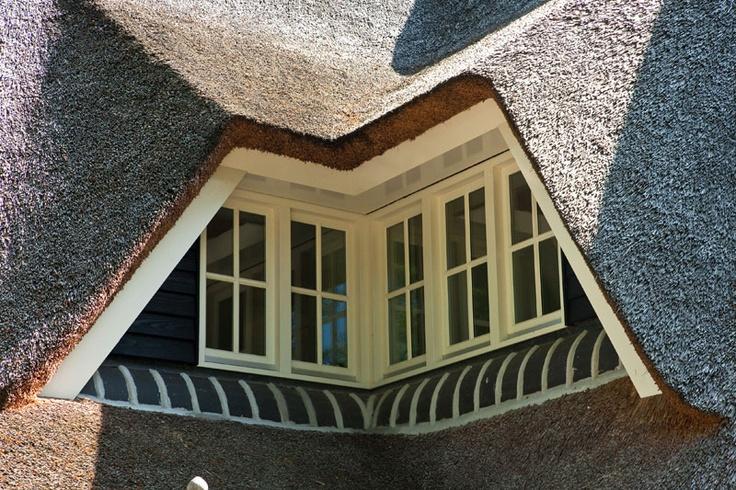 Rieten dakkapel, prachtig afgewerkt