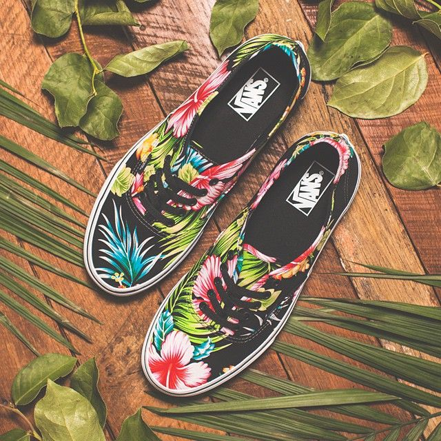 Ready to take on a new week in the Authentic Hawaiian Floral from @vans