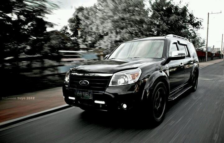 Blackened Ford Everest