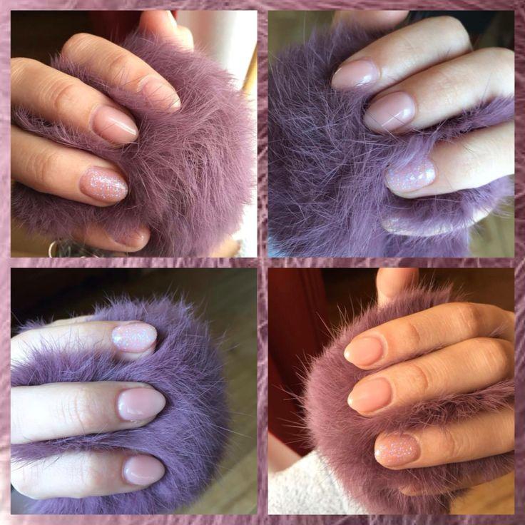 Ongles en gels naturels avec un ongle pailleté