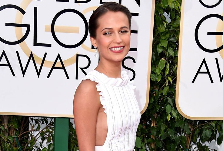 Michael Fassbender Sits with Girlfriend Alicia Vikander at... Golden Glo...