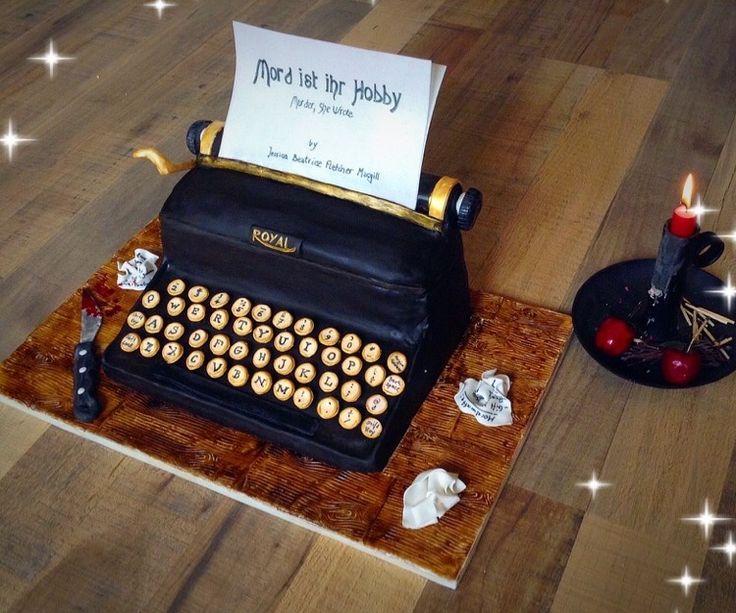 """Typewriter cake - Murder she wrote . Made for my mother's Special day :-) Schreibmaschinen Torte mit """"Mord ist ihr Hobby"""" Motiv für meine Mutter."""