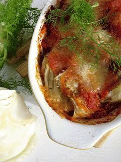 Zdjęcie - Koper włoski zapiekany z mozzarellą w pomidorach - Przepisy kulinarne ze zdjęciami