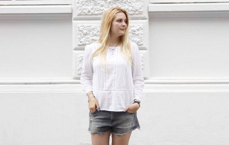 Cute white tops and denim is always a perfect soultion for a classic outfit. It's easy to wear and you can pair it up with what kind of shoes you like.