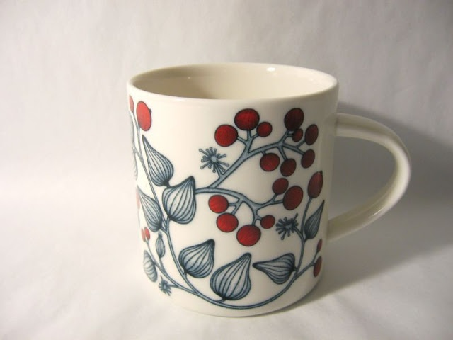 Hallamarja / Frost Berry mug from Arabia Finland