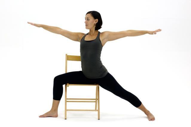 Les 84 meilleures images du tableau yoga avec une chaise for Chaise yoga iyengar