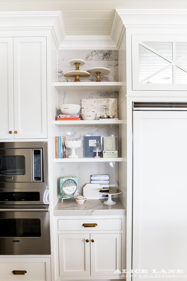 Fashion and Lifestyle blogger, Emily Jackson of Ivory Lane has a gorgeous kitchen design. Check it out for some home decor & kitchen inspiration.
