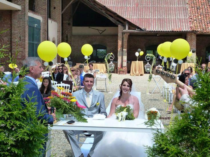 La cerimonia nella splendida Tenuta Isola - con @natasciamura   #finchesponsornonvisepari #saraheluciano #20giugno2015 #nozzeconsponsor #wedding #matrimonio #sponsorizzazione #yesido #sposa #sposo #sponsor #amore #truelove #balloons #bride #groom #flowers
