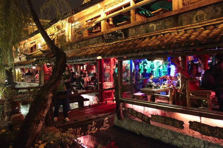 Finding love in Lijiang - Lijiang's Bar Street  Read more: http://www.traveltherenext.com/relax/item/453-finding-love-in-lijiang  #china #lijiang #experience #culture #nightlife #interesting #travel #traveltherenext