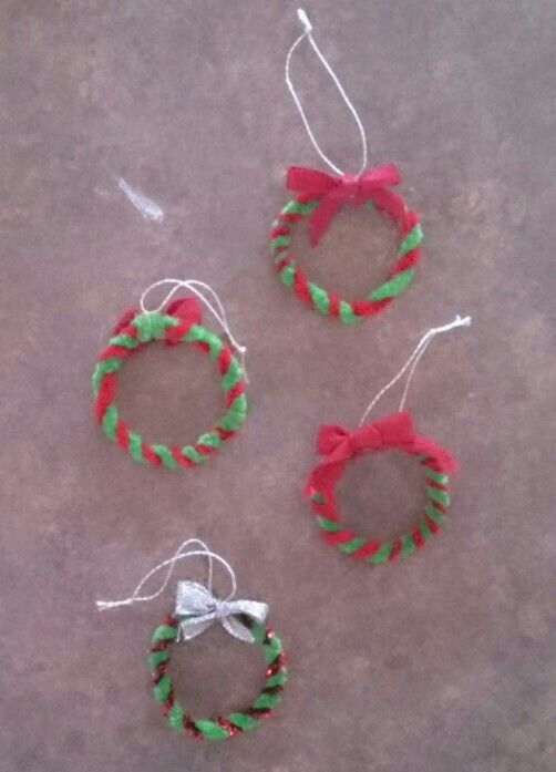 Quick christmas decoration - pipe cleaners twisted together