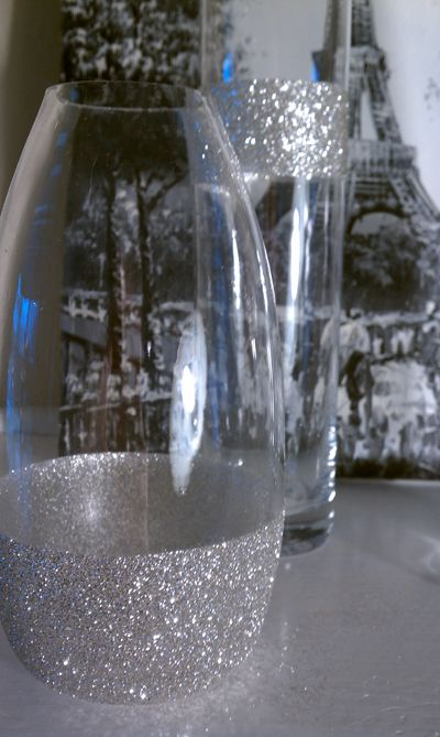 Decorate jars with glitter for fun holiday decoration for How to decorate a bottle with glitter