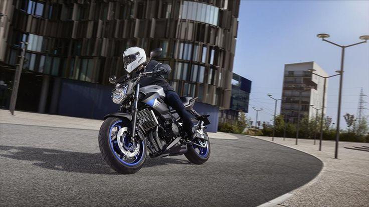 2015-Yamaha-XJ6-EU-Race-Blu-Action-002