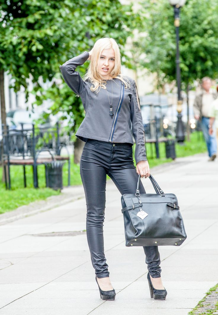 Новый образ для дождливой субботы от #LeonidAlexeev в #ArtBoutiqueMancini на Фурштатской 19.  l #girls #eyes #design #model #dress #shoes #heels #styles #outfit #purse #jewelry #shopping #glam