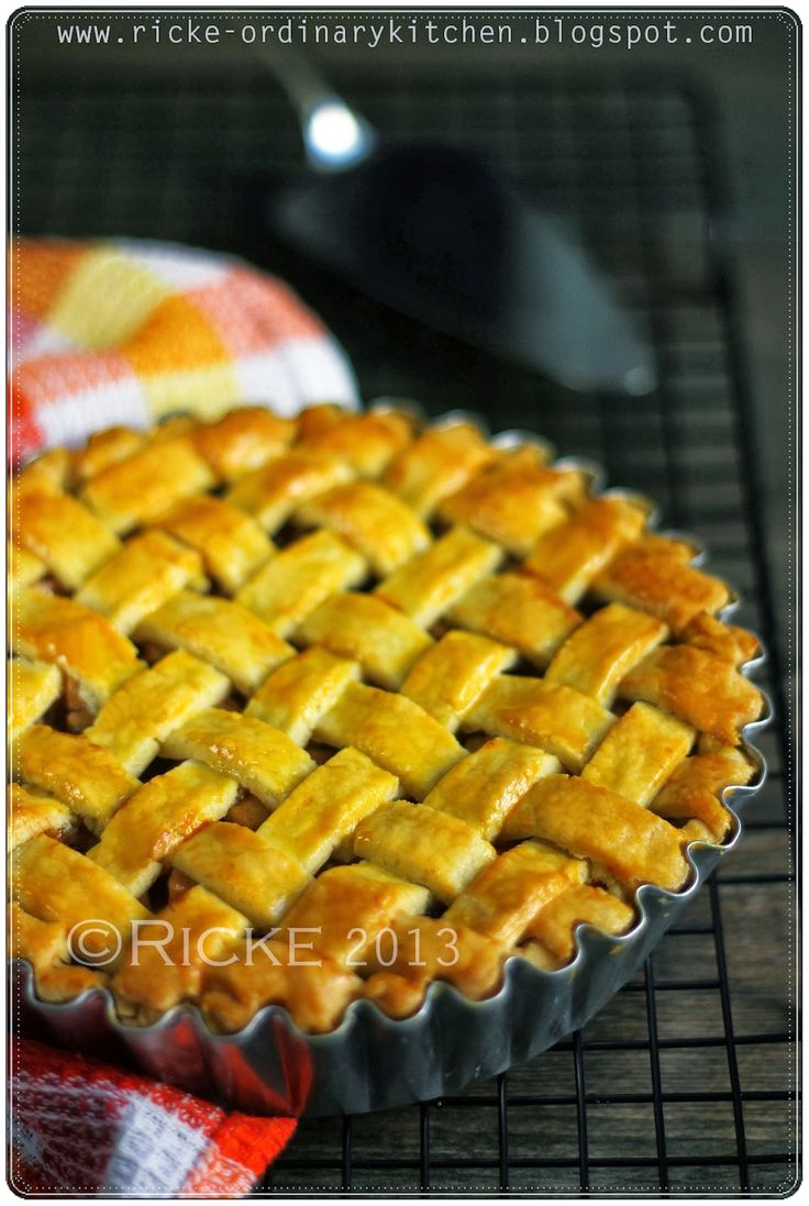 Just My Ordinary Kitchen...: APPLE PIE